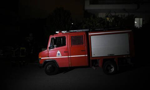 Φωτιά: Ένας τραυματίας από πυρκαγιά σε μονοκατοικία στην Καλλιθέα