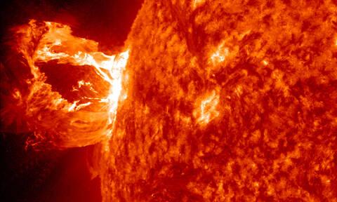 Καταγράφηκε η ισχυρότερη αστρική έκλαμψη όλων των εποχών: «Είδαμε» το φως 1.500 χρόνια μετά!