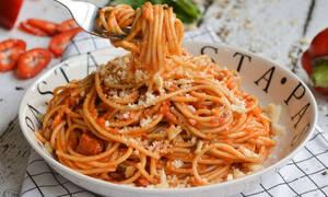 Η συνταγή της ημέρας: Σπαγγέτι με σάλτσα καπνιστής πιπεριάς