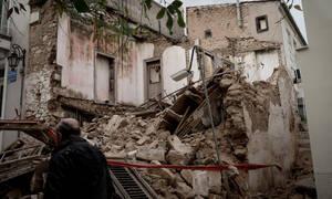 Καταρρεύσεις κτηρίων στην Αθήνα: Αιχμές κατά της κυβέρνησης από το Δήμο