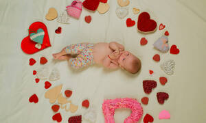 Με ή χωρίς παιδιά: Πώς γιορτάζουν τα ζευγάρια την Ημέρα του Αγίου Βαλεντίνου (vid)