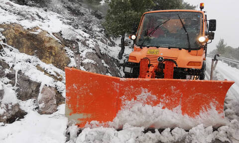 Road to Mt Parnitha closed due to snowfall