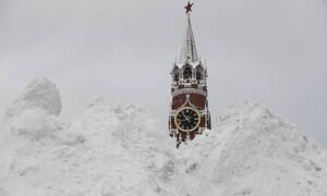 Πολικό χάος στη Ρωσία: Χιονίζει ασταμάτητα στη Μόσχα – Δείτε εντυπωσιακές εικόνες