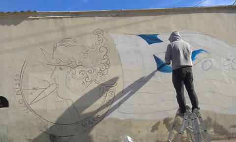 Πτολεμαΐδα: Εντυπωσιακό γκράφιτι με την Ελληνική Σημαία και τον Μέγα Αλέξανδρο