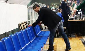 Καρέ – καρέ η στιγμή που ο Δημήτρης Γιαννακόπουλος ρεζίλεψε τον Ολυμπιακό (photos)