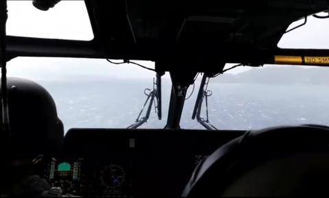 Ελικόπτερο του ΕΚΑΒ παλεύει με την κακοκαιρία - Βίντεο που κόβει την ανάσα