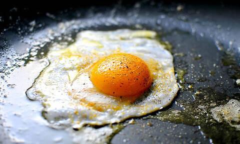 Τόσα χρόνια τηγάνιζες λάθος το αυγό σου!