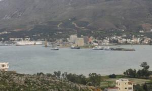 Απίστευτες εικόνες: Το λιμάνι της Σούδας άλλαξε χρώμα σήμερα το πρωί – Δείτε τον λόγο (pics)
