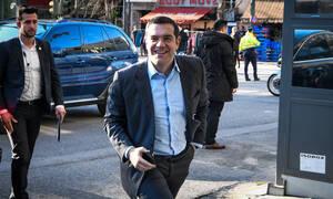 Άγιος Βαλεντίνος: Το «ερωτικό» μήνυμα Τσίπρα έξω από τα γραφεία του ΣΥΡΙΖΑ