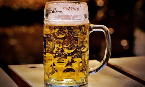 Ηλικιωμένη μπήκε στη μέση… καυγά για να πάρει την μπύρα της! (vid)