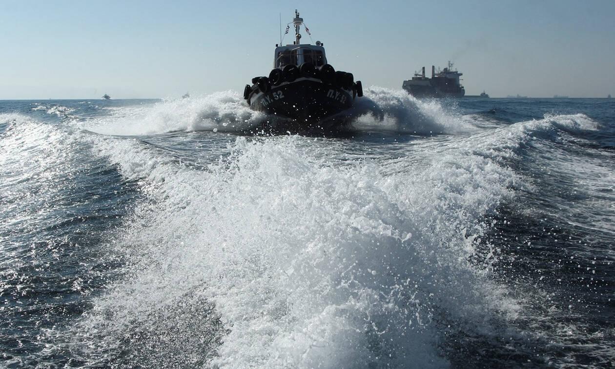 Κακοκαιρία: Κρουαζιερόπλοιο προσέκρουσε στο λιμάνι του Πειραιά