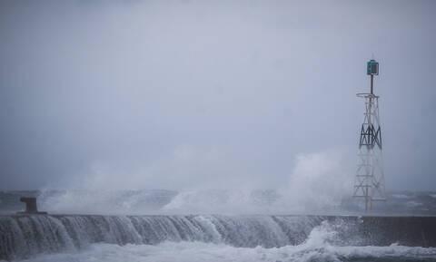 Κακοκαιρία: Απαγορευτικό απόπλου λόγω θυελλωδών ανέμων - Σε ποια λιμάνια είναι δεμένα τα πλοία