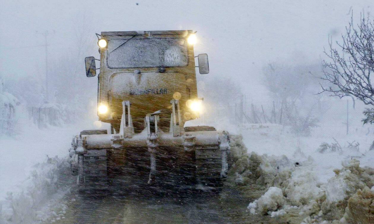 Καιρός: Στο έλεος της κακοκαιρίας η Αττική – Κλείνουν δρόμοι λόγω χιονιά