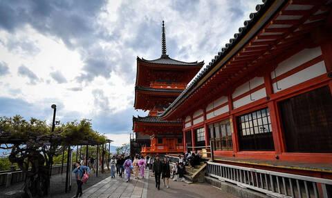 СМИ: Токио изучает вопрос об отмене краткосрочных виз для россиян
