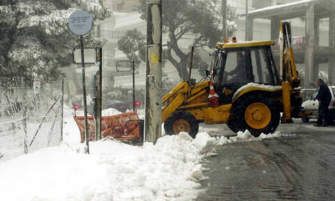 Snowfall has brought traffic problems in mountainous areas of Attica