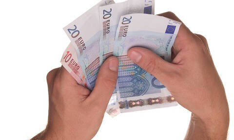Από τους χαμηλότερους στην Ευρώπη ο κατώτατος μισθός στην Ελλάδα