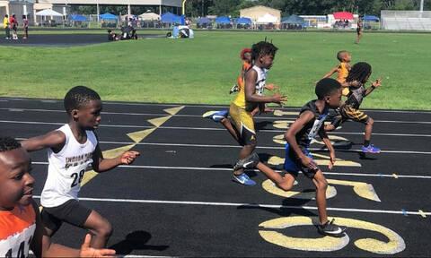 Δείτε 7χρονο παιδί να τρέχει πιο γρήγορα από αυτοκίνητο! (video)