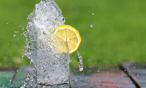 Δεν πίνεις νερό; Δες πώς θα το εντάξεις εύκολα στην καθημερινότητά σου