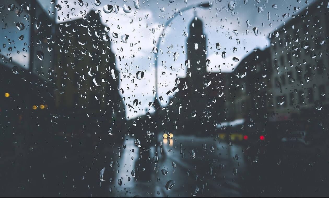 Καιρός: Ανεβαίνει η θερμοκρασία το Σαββατοκύριακο - Πού θα χρειαστείτε ομπρέλα