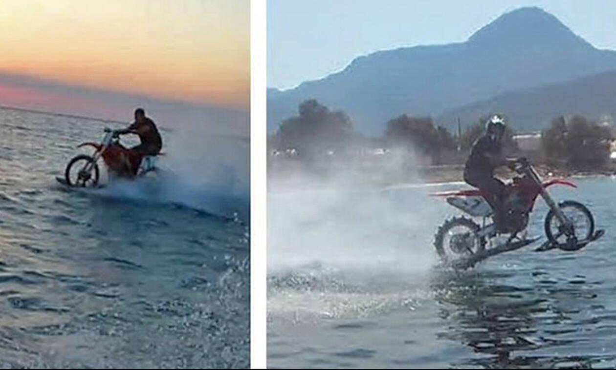 Ατρόμητος Χανιώτης οδηγάει μηχανή πάνω στη θάλασσα και «αγγίζει» ρεκόρ Γκίνες