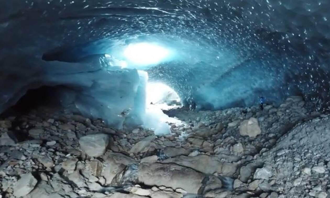 Μαγευτικές εικόνες: Επισκέφθηκαν σπηλιές από πάγο που θυμίζουν... άλλο πλανήτη! (vid)