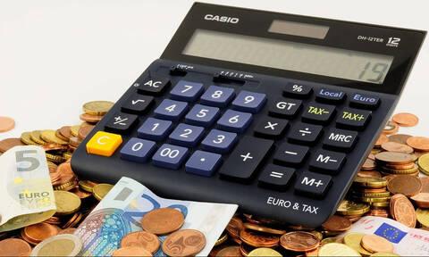 Πώς θα κερδίσετε έκπτωση φόρου όσοι αμείβεστε με «μπλοκάκια»