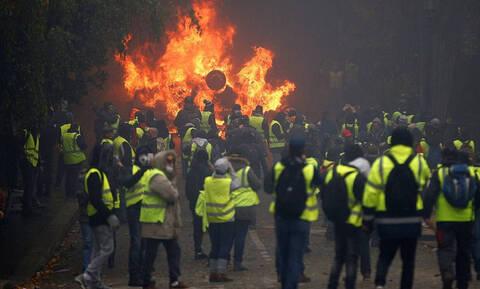 Κίτρινα Γιλέκα: Στα χημικά «πνίγηκε» το Παρίσι – Δείτε φωτογραφίες και βίντεο από τα επεισόδια