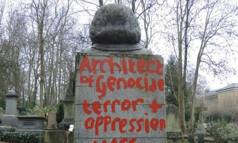 Λονδίνο: Βεβήλωσαν για δεύτερη φορά σε διάστημα δύο εβδομάδων τον τάφο του Καρλ Μαρξ (pics)