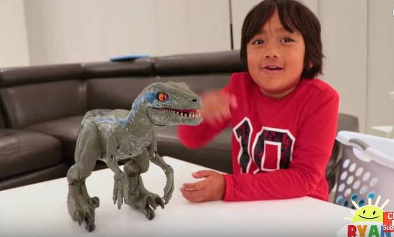 Απίστευτο: Αυτός ο 7χρονος βγάζει 24 εκατ. δολάρια το χρόνο - Δείτε πώς