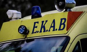 Ευρυτανία: Άγιο είχε ένα ζευγάρι -Τοιχίο έπεσε και καταπλάκωσε το αυτοκίνητό τους (pics&vid)