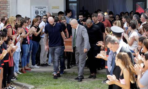 Θρήνος στην κηδεία του Εμιλιάνο Σάλα: Συγγενείς και φίλοι είπαν το τελευταίο «αντίο» (pics)