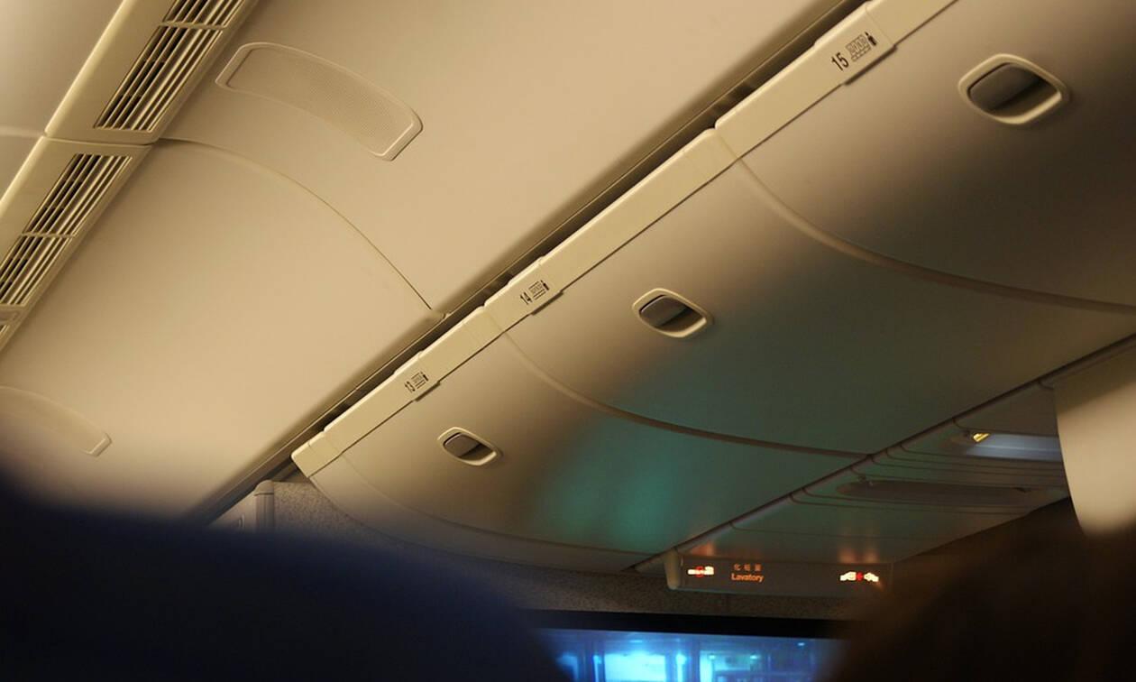 Πανικός σε πτήση: Ούρλιαζαν οι επιβάτες με αυτό που είδαν πάνω από τα κεφάλια τους (pics)