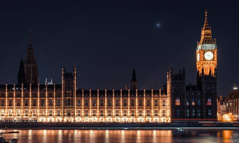 Θλίψη στη Βρετανία: Πέθανε γνωστός πολιτικός (Pics+Vid)