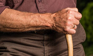 Αναδρομικά συνταξιούχων: Ποιοι και πώς θα πάρουν πίσω τα Δώρα Χριστουγέννων και Πάσχα