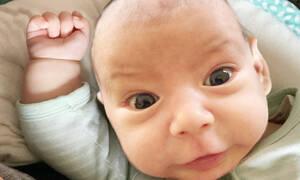 Δείτε τις αντιδράσεις αυτών των μωρών όταν χτυπούν κατά λάθος τον εαυτό τους (vid)