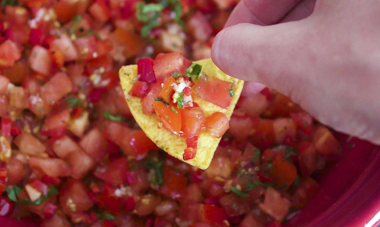 Εύκολη συνταγή για nachos αλά Ελληνικά