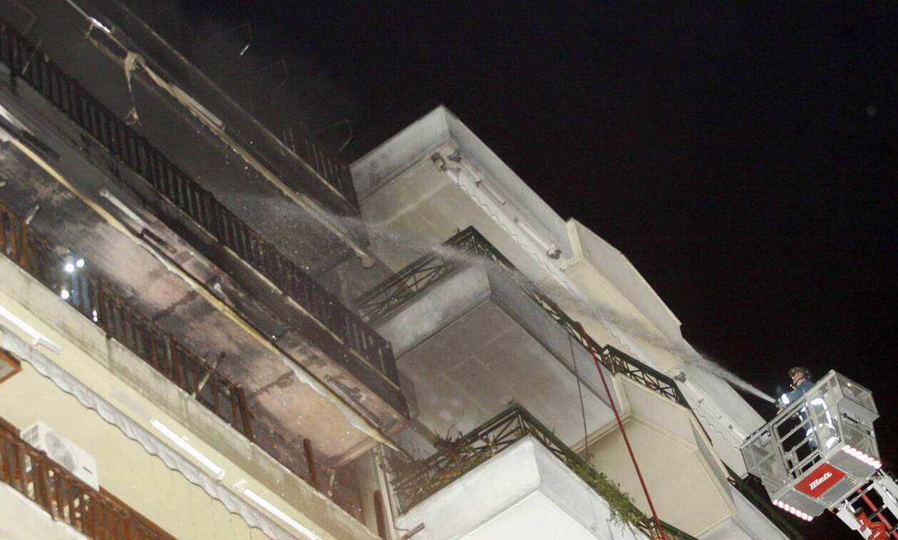 Φωτιά ΤΩΡΑ: Στις φλόγες διαμέρισμα στην Αμφιάλη