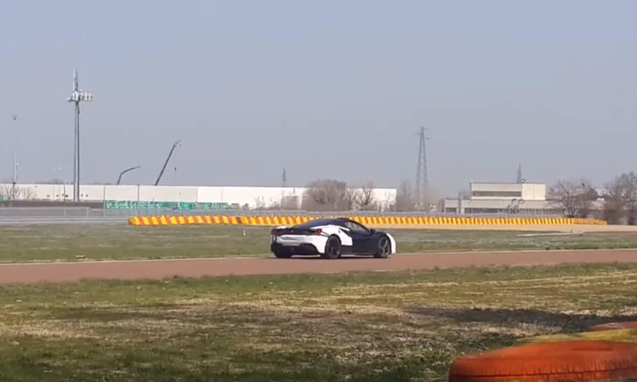 H Ferrari ετοιμάζει υβριδικό οχτακύλινδρο super car (video)
