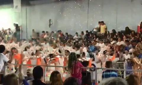 Βίντεο: Καρέ – καρέ η τρομακτική στιγμή που καταρρέουν κερκίδες γεμάτες με καρναβαλιστές
