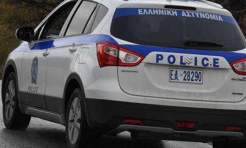Συναγερμός στο κέντρο της Αθήνας: Απέδρασε κρατούμενος μέσα από περιπολικό