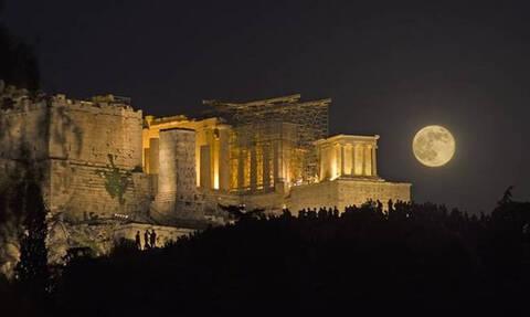 Υπερπανσέληνος 2019: Η «σούπερ χιονισμένη σελήνη» φώτισε τον ουρανό της Γης (vid)