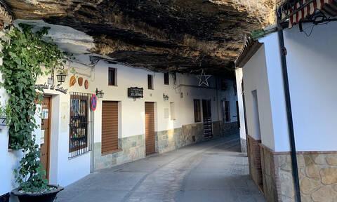 Setenil de las Bodegas: Ένα χωριό σκαμμένο στους βράχους (vid)