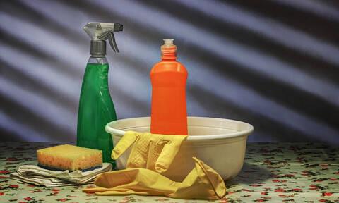 Απίστευτα κόλπα για να κάνετε την καθαριότητα παιχνιδάκι και να γλιτώσετε χρήματα (vid)