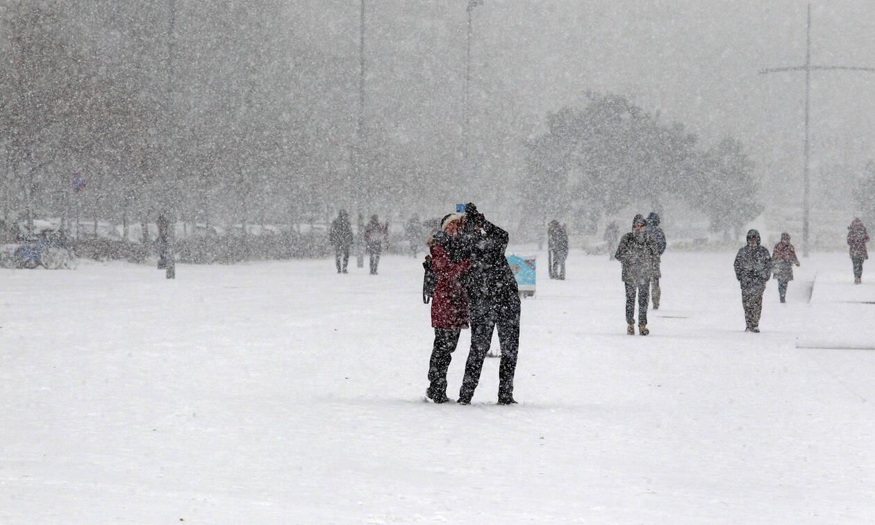 Καιρός: «Κατεβαίνει» ο ιστορικός χιονιάς - Πού και πότε θα «χτυπήσει» (pics)