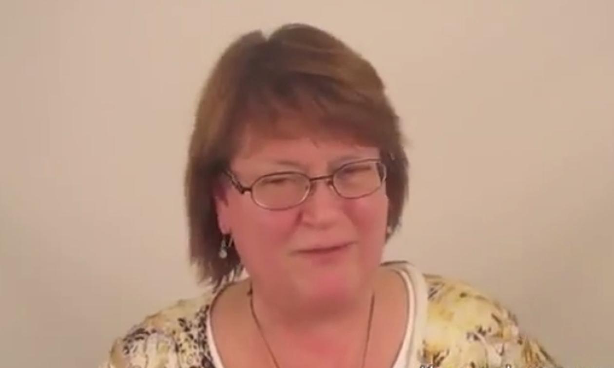 Αυτή η 60χρονη νιώθει «αόρατη» – Η... μεταμόρφωση για το γάμο της κόρης της θα σας αφήσει άφωνους