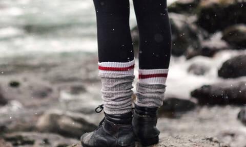 Τα πόδια σου είναι συνεχώς κρύα; Το κόλπο που θα στα κάνει «φούρνο»