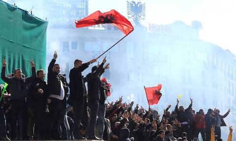 Η Αλβανία βυθίζεται στο χάος: Ο λαός διώχνει τον Ράμα - Βίαια επεισόδια και συλλήψεις