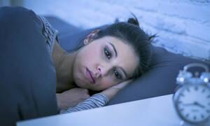 Γρίπη: Γιατί τα συμπτώματα επιδεινώνονται το βράδυ; (video)