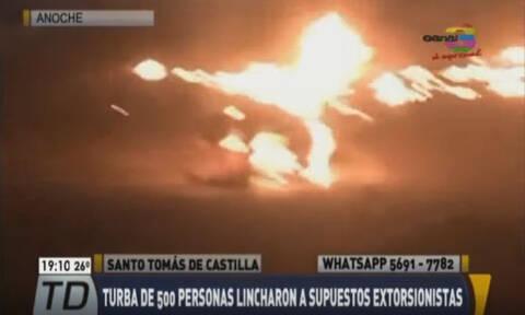 ΣΟΚ: Λίντσαραν και έκαψαν ζωντανούς δύο νεαρούς (ΠΡΟΣΟΧΗ - ΣΚΛΗΡΕΣ ΕΙΚΟΝΕΣ)