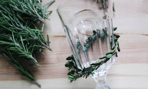 Βαρέθηκες τα γυάλινα ποτήρια σου; Δες πώς να τα μεταποιήσεις εύκολα και οικονομικά